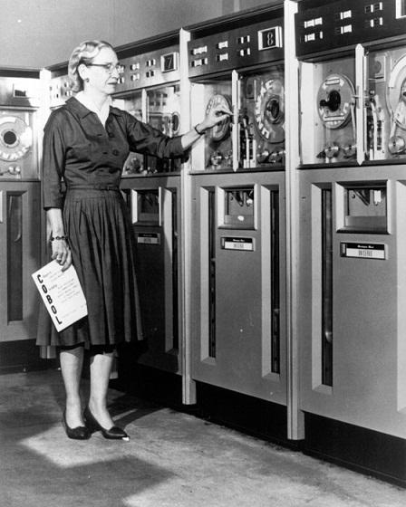 """Grace Murray Hopper, coniò il termine """"Debug"""" e inventò il linguaggio di programmazione COBOL utilizzato ancora oggi"""